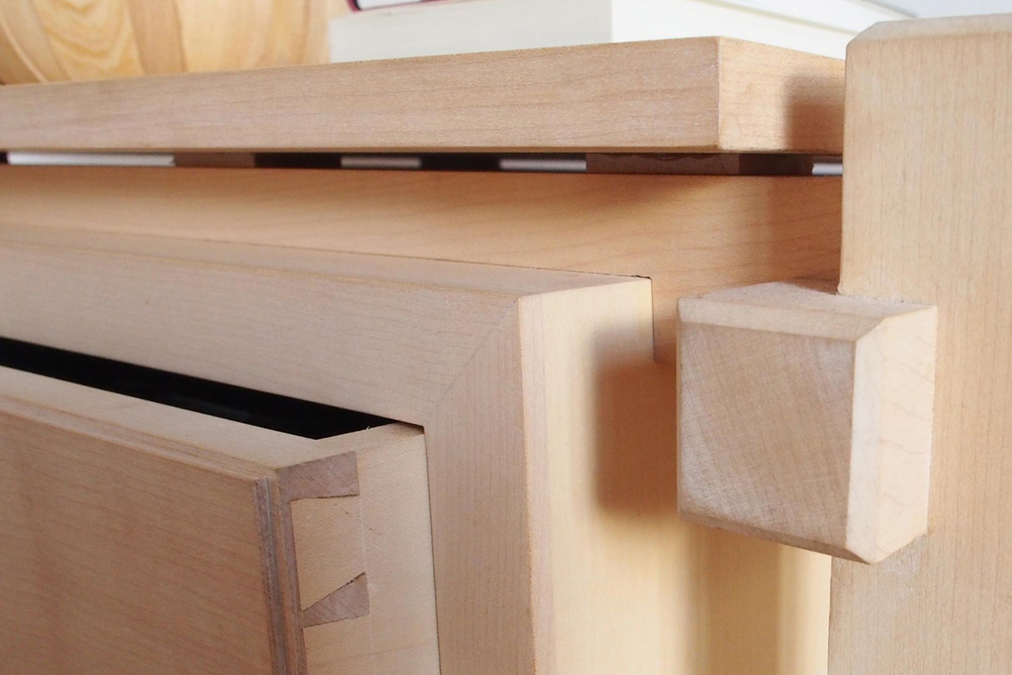 Samlinger og detaljer på stuebord